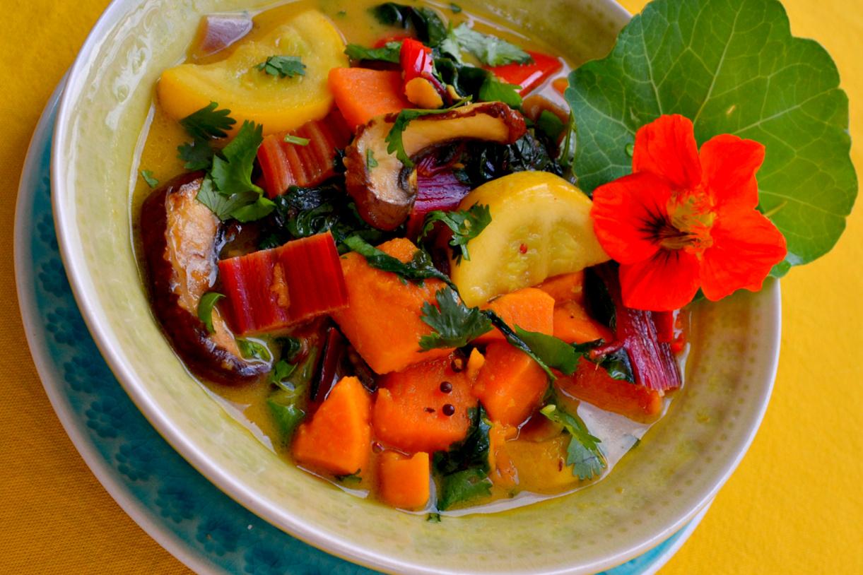 Curcuma-Gemüse mit Sommer-Kürbis-