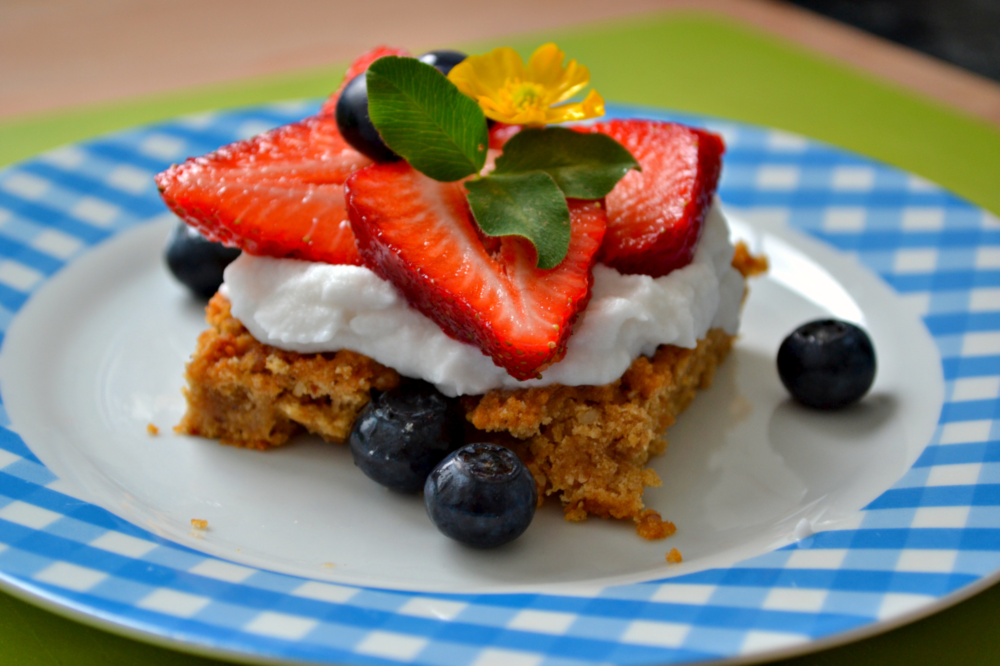 Luxury-Cake Kokossahne mit Erdbeeren