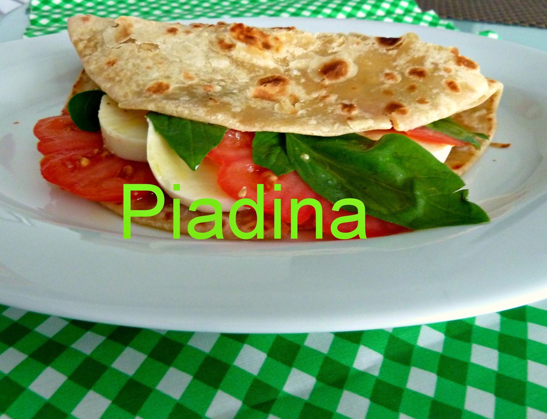Piadina mit Risella, Tomaten und Basilikum