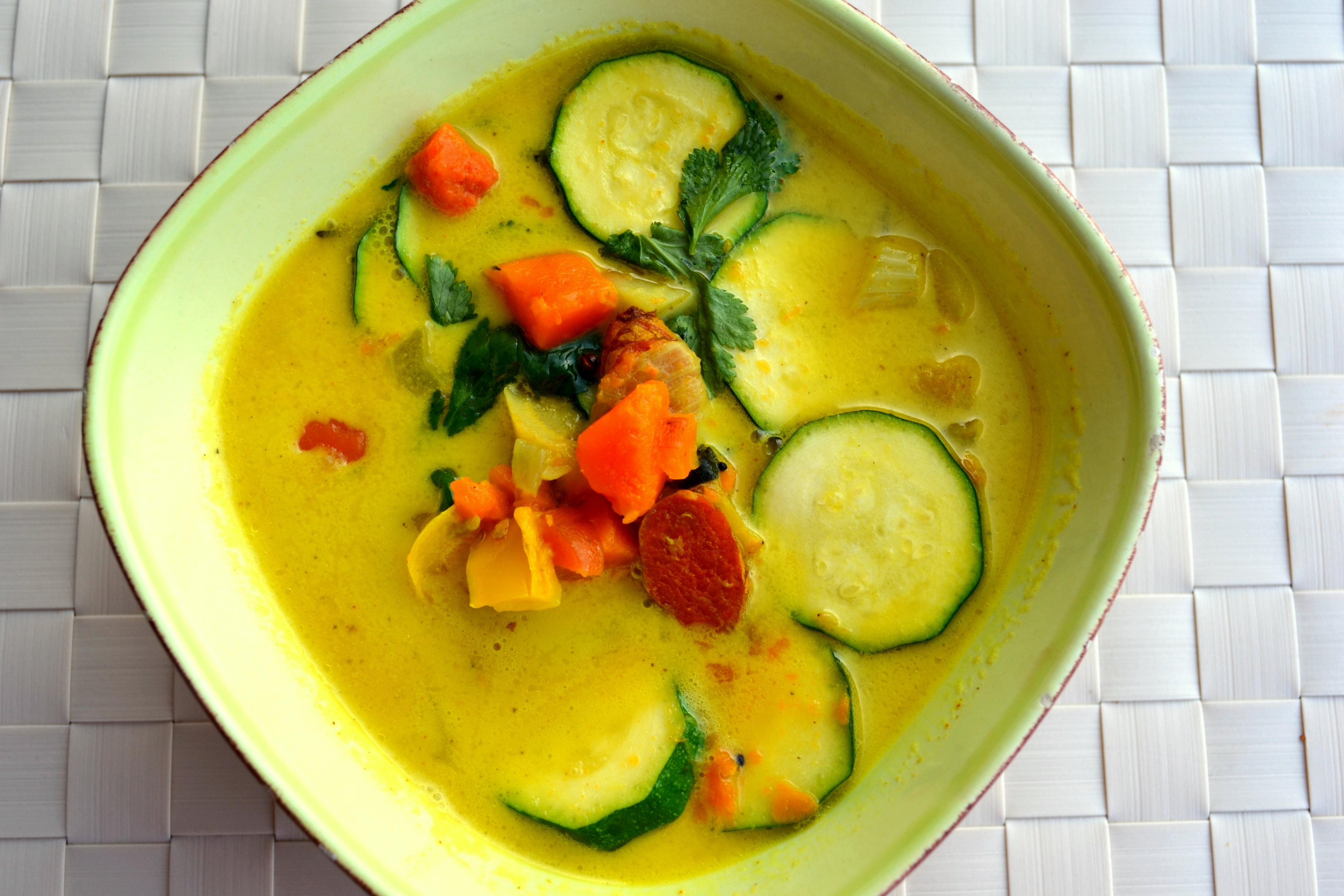 Wärmende Gemüse-Suppe mit Kokosmilch